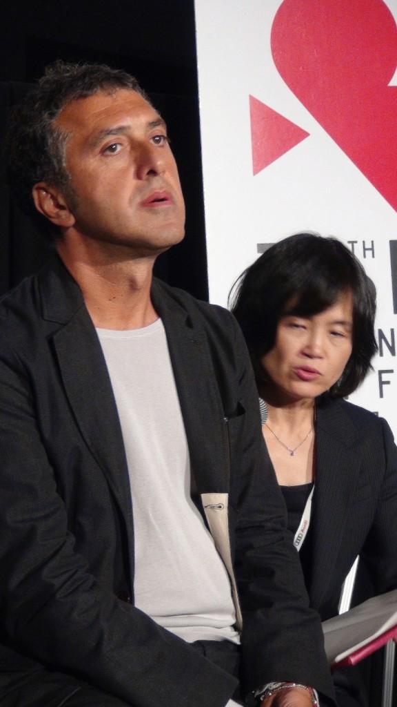 トルコ語通訳者(右) Par OIKAWA Henri-Kenji