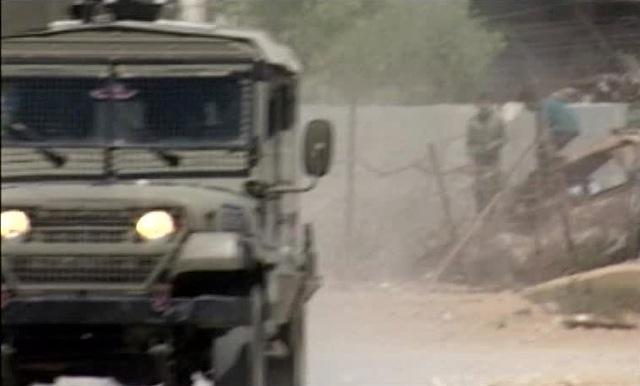 レバノン国境で撮影中、イスラエル国防軍のジープが接近