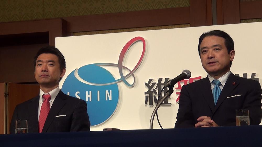 「維新の党」結党大会で記者会見に臨む橋下徹・大阪市長(左)と江田憲司・共同代表(右)