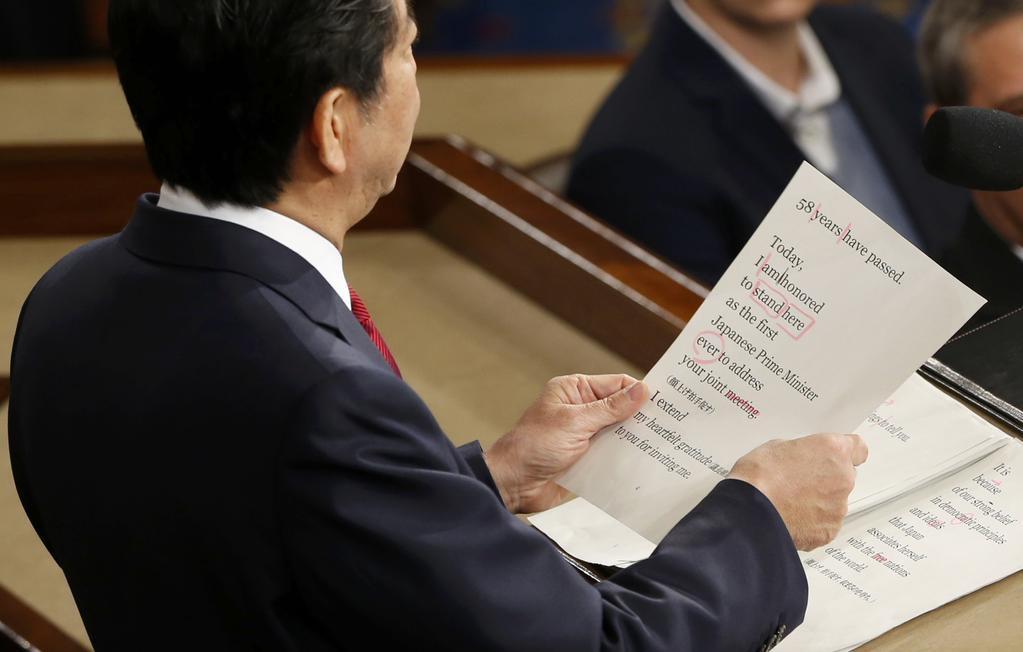 【動画】安倍晋三、日露首脳会談で日本人記者から事前原稿を渡され答えを棒読みしてるのをプーチンに指摘され溜息をつかれる  [427387524]->画像>24枚